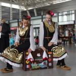 Фолклорен флашмоб посрещна пристигащите на Летище София