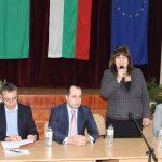 Учители и политици обсъдиха новите учебни програми по история във Враца