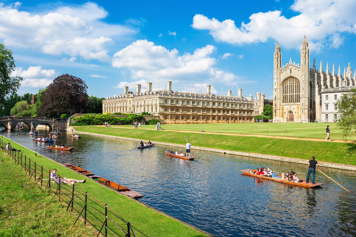 1-many-of-the-university-of-cambridge-colleges-like-kings-college-below--overlook-the-river-cam-where-students-regularly-take-study-breaks-to-go-punting