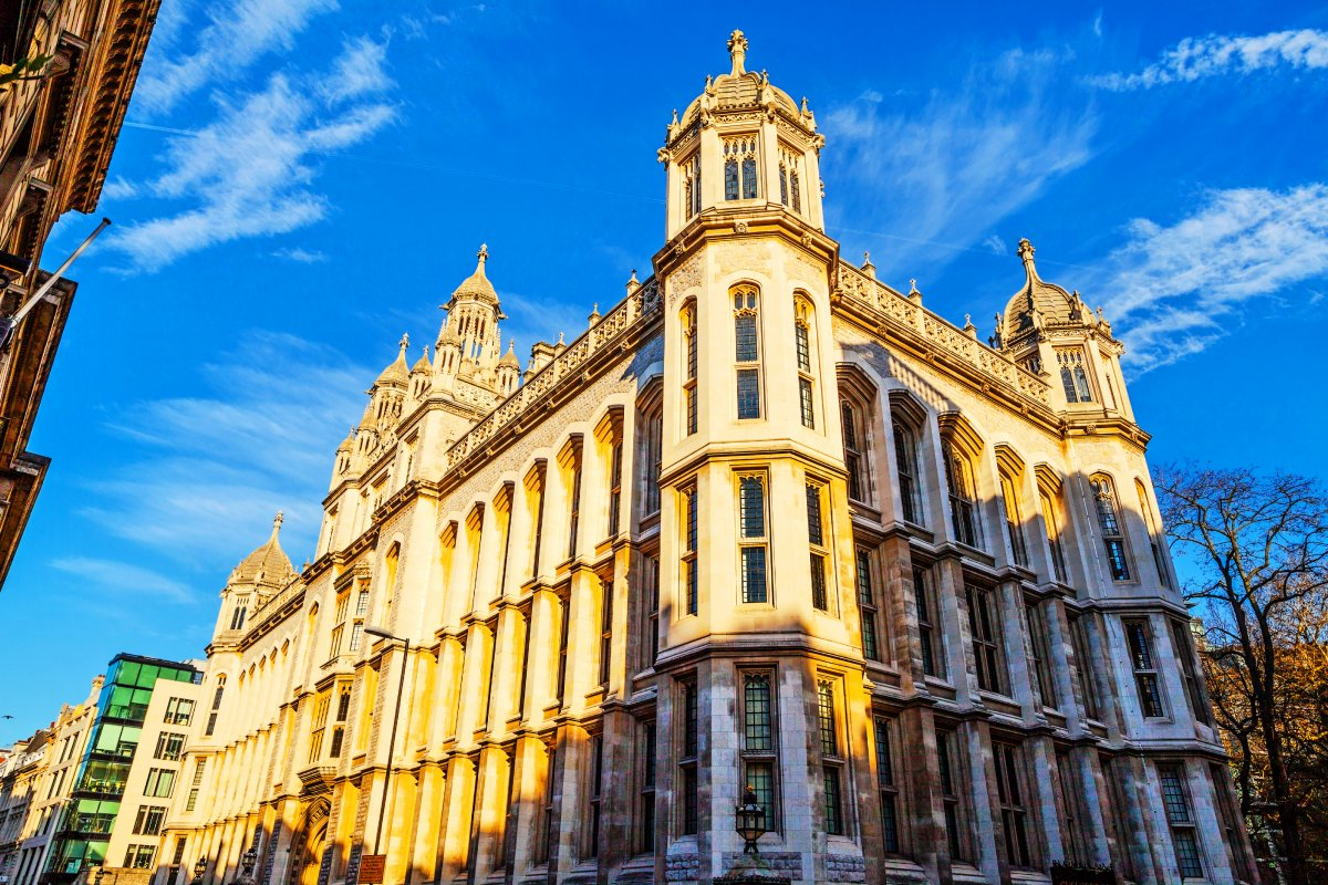 4-sitting-on-the-strand-kings-college-london-has-been-running-since-1829
