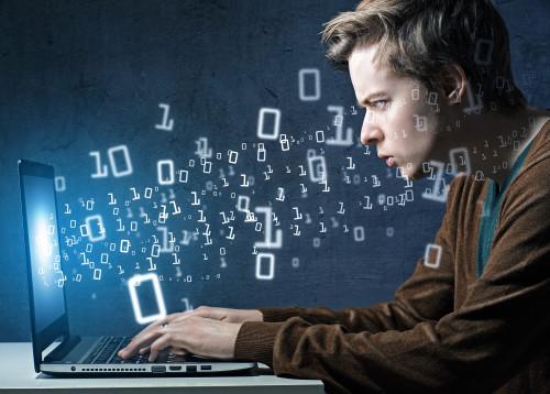 Programista-aplikacji-mobilnych-500x358