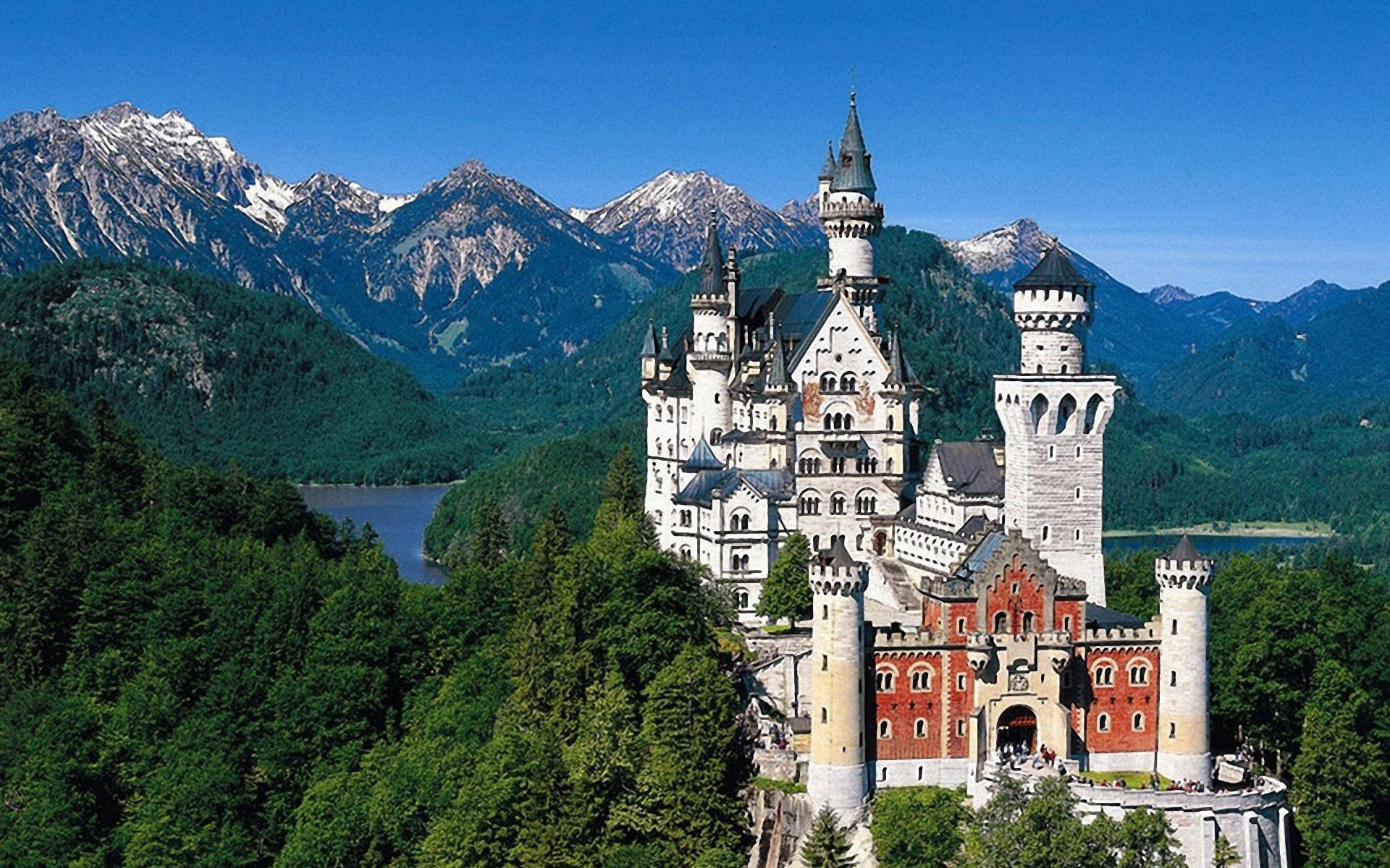 Бавария News: Университети в Бавария ще отпускат стипендии на наши