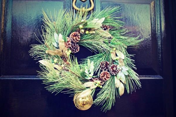 christmas-decoration-on-door