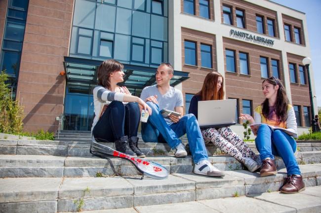 students1-650x433
