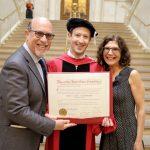 Марк Зукърбърг се дипломира в Харвард