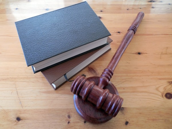 hammer-books-law-court-lawyer-paragraphs-rule-3