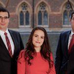 Трима млади българи в Лондон помагат да спестите от самолетни билети