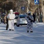 Тийнейджър атакува с брадва руско училище