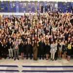 Полуголи танцьорки и безплатен алкохол възмутиха европейските младежки лидери в София