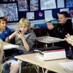 Готови ли са родните училища за забрана на смартфони?
