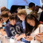 Студенти предпочитат смартфоните си пред храна