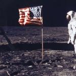 Родители подкрепиха учителката, показала, че човек на Луната не е стъпвал