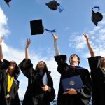 Половината млади висшисти заемат позиции, подходящи за средно образование