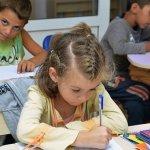 Социални работници влизат в детските градини и училищата