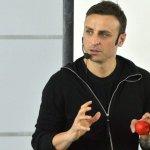 От футболист до мотиватор: Как Бербатов преподава упоритост на студенти