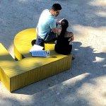 Български букви и стихове цяло лято по кейовете на Сена