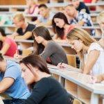 Защо висшето образование се обезценява?