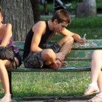 Младите не работят основно заради нереалистични очаквания за доходите