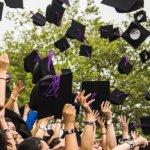 Реализацията на завършилите висше образование у нас се подобрява