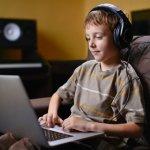 Безплатни учебни помагала в помощ на обучението у дома