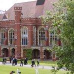 Англия: 1 от 6 училища затворени заради Covid-19