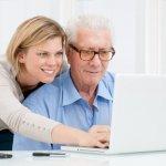 Обучават младежи да помагат на възрастни хора в нета