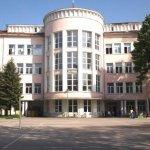 Гимназистите в област Перник ще учат дистанционно до края на седмицата