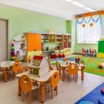 Стотици родители недоволстват от отлагането на класирането за детските заведения, готвят протест