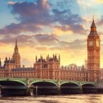 """Британските универиситети удължиха срока за кандидатстване, """"замразяват"""" и свалят такси"""